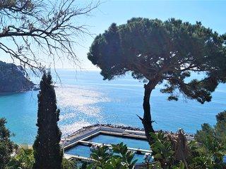 Casita con gran terraza y acceso directo a la playa y piscina comunitaria