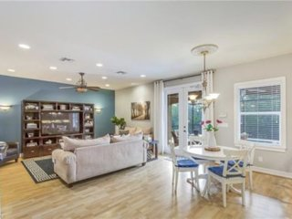 10 min. to NAPLES BEACH - quiet & amazing Neighborhood, heated pool, 4bdr