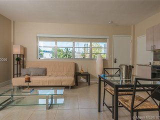 1br, 6 people, walk from beach, NO EXTRAS!!
