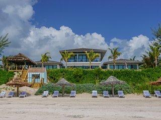 Luxury 5-Star Oceanfront Villa, Harbour Island Bahamas