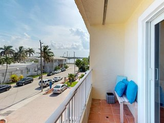NEW LISTING! Oceanview condo near the beach, walk to the sand & free WiFi!