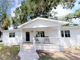 Charming 3 Bedroom, 2 Bath Home in the Heart of Beaufort