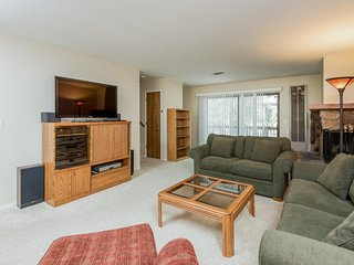 NEW LISTING! Condo w/ shared pool, tennis, near lakes and hiking in Yosemite!