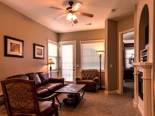 Lakeside Luxury (ENR 31-1) Pet-friendly spacious 2 BR/2 Bath