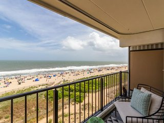 NEW LISTING! Waterfront condo in convenient location - near beach & restaurants