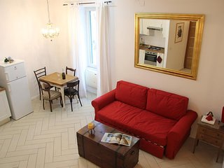 Studio apartment 1.2 km from the center of Naples with Internet, Air conditionin