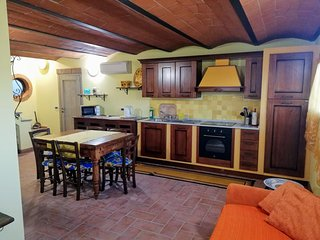 Le Cave-San Frediano Holiday Home Sleeps 7 with Air Con and WiFi - 5676949