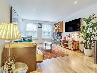 Bright, Contemporary 2 Bed, 2 Bath apt in Fulham