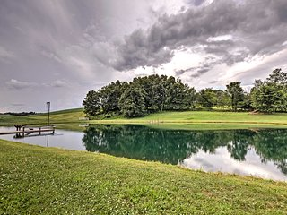 Mount Perry Home on Working Farm w/BBQ & Pond!