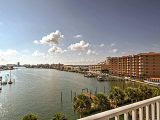 Clearwater Beach Retreat w/ Balcony & Gulf Views!