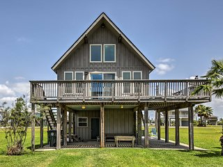 NEW! Galveston 'Sand Crab Cabin' w/Private Studio!