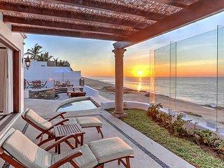 Luxury 6 bedroom Beachfront Villa