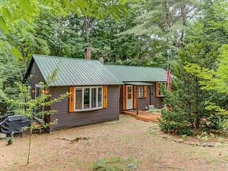 Renovated, Updated North Conway Cottage - Walk to N. Conway Village! AC!
