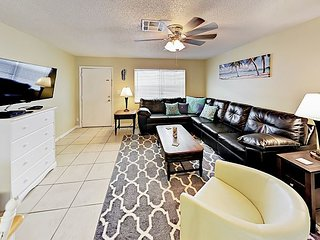 Updated 2BR on Pinellas Trail - Minutes to Belleair & Clearwater Beach
