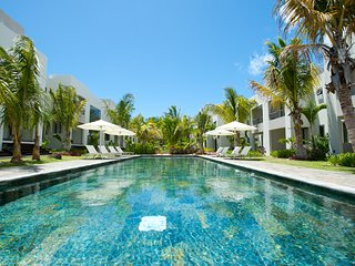 Private 3 bedrooms triplex overlooking a swimming pool at Pereybere-La Residence