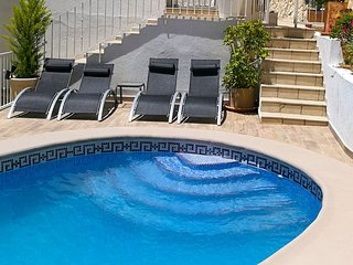 Nice apt with pool access & terrace