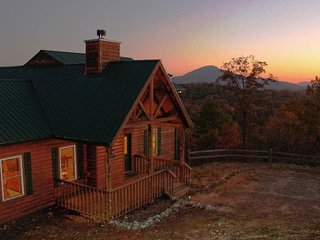 Eagles Nest ( 3 Bedroom cabin )