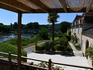 Cottage L'Enea Terrasse, Penthouse River View, Family Treat with Pool & Gardens
