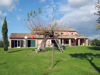 Sant Angelo Holiday Home Sleeps 10 with Free WiFi - 5650707