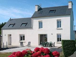 3 bedroom Villa in Plouneour-Trez, Brittany, France : ref 5649572