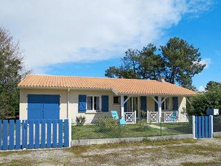 3 bedroom Villa in Soulac-sur-Mer, Nouvelle-Aquitaine, France : ref 5650081