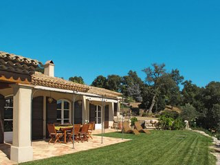 La Mole Holiday Home Sleeps 6 with Pool Air Con and Free WiFi - 5650469