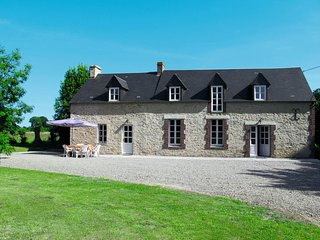 4 bedroom Apartment in Grandcamp-Maisy, Normandy, France : ref 5650115