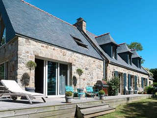 3 bedroom Villa in Lanvarvic, Brittany, France : ref 5650127