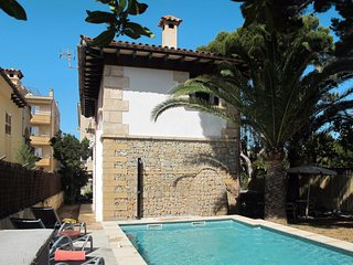 3 bedroom Villa with Air Con, WiFi and Walk to Beach & Shops - 5649745