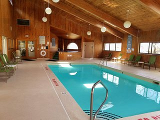Mountain Retreat 3 Br indoor pool 3-A