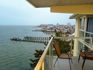 Stunning Bayfront! 4 blocks to Beach!  Indoor Pool!