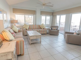 Oceanfront! 3 Br!  Pool!  Amazing August Deal!