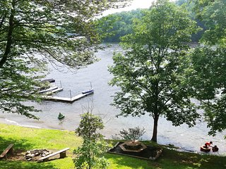 LAKEFRONT * DEEP CREEK * BOAT DOCK (9,11)