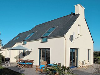 3 bedroom Villa in Saint-Egarec, Brittany, France : ref 5650128