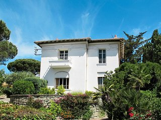 3 bedroom Villa in Sainte-Maxime, Provence-Alpes-Cote d'Azur, France : ref 56499
