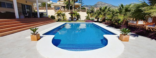 Gorgeous villa near the beach, Torrequebrada