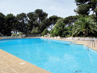 2 bedroom Apartment in Costebelle, Provence-Alpes-Cote d'Azur, France : ref 5649