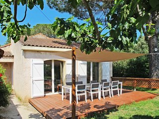4 bedroom Villa with Air Con, WiFi and Walk to Beach & Shops - 5650522