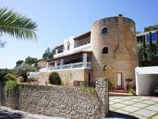 CAN FURNET. Villa colonial con piscina al lado de Ibiza
