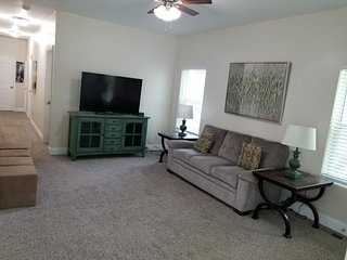 Home Ready for Superbowl Week! Sleeps 14 only 2 mi. to MB Stadium