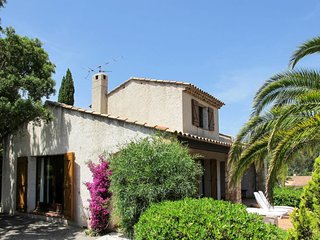 3 bedroom Villa in Saint-Aygulf, Provence-Alpes-Cote d'Azur, France : ref 565028