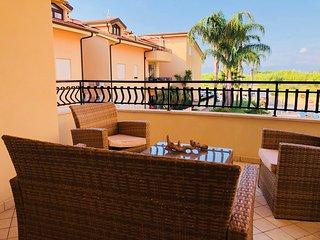 B8 Sabbia di Marinella Pizzo 2 bedroom apartment on Complex with swimming pool
