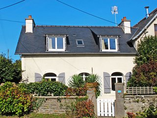 3 bedroom Villa in Kermaquer, Brittany, France : ref 5650265