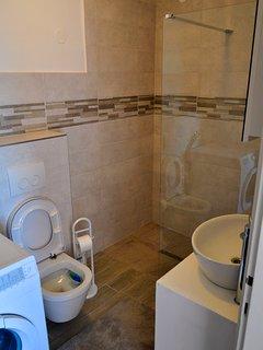 toilet,shower