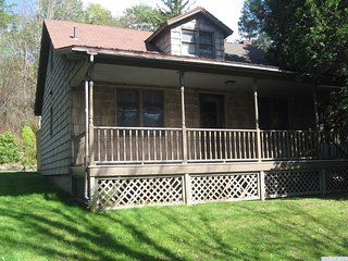 Affordable Windham Getaway (near private creek!)