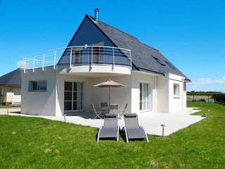 3 bedroom Villa in Plounévez-Lochrist, Brittany, France : ref 5650475