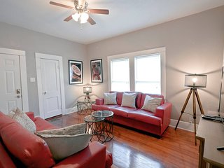 Dreamy Homes at San Antone ✭ 4 Apts, Sleeps 19!