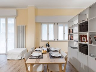 BRAND NEW Beautiful Luxury Apt in Milan! Sleeps 5