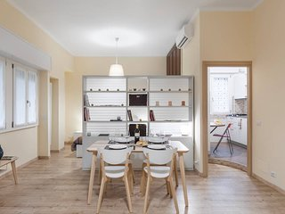BRAND NEW ★ San Vincenzo Milano Apt ★ Sleeps 5