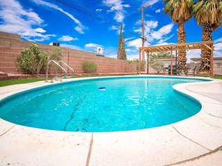 Happy Bridge to Vegas ★ Sleeps 12 ★ Sparkling Pool